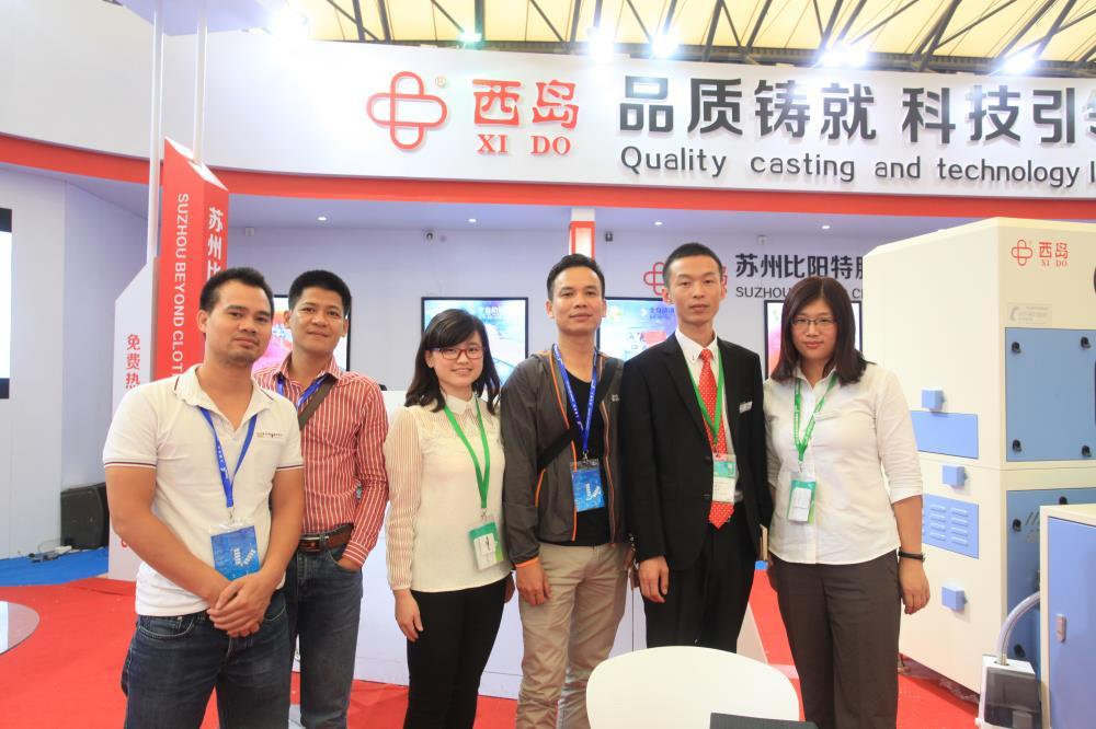 we are automatic down feather filling machine factory.take photo with our client.