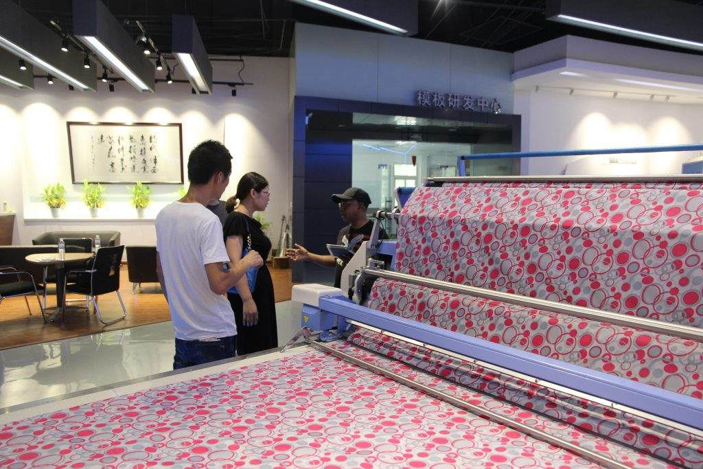 Hk customer visit our xido machine show room and buy our table.